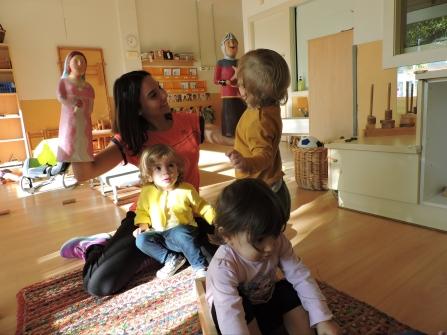 Mestra fent ballar el Guillem i la Violant