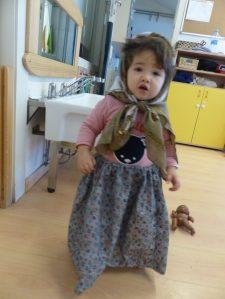 nena vestida de castanyera