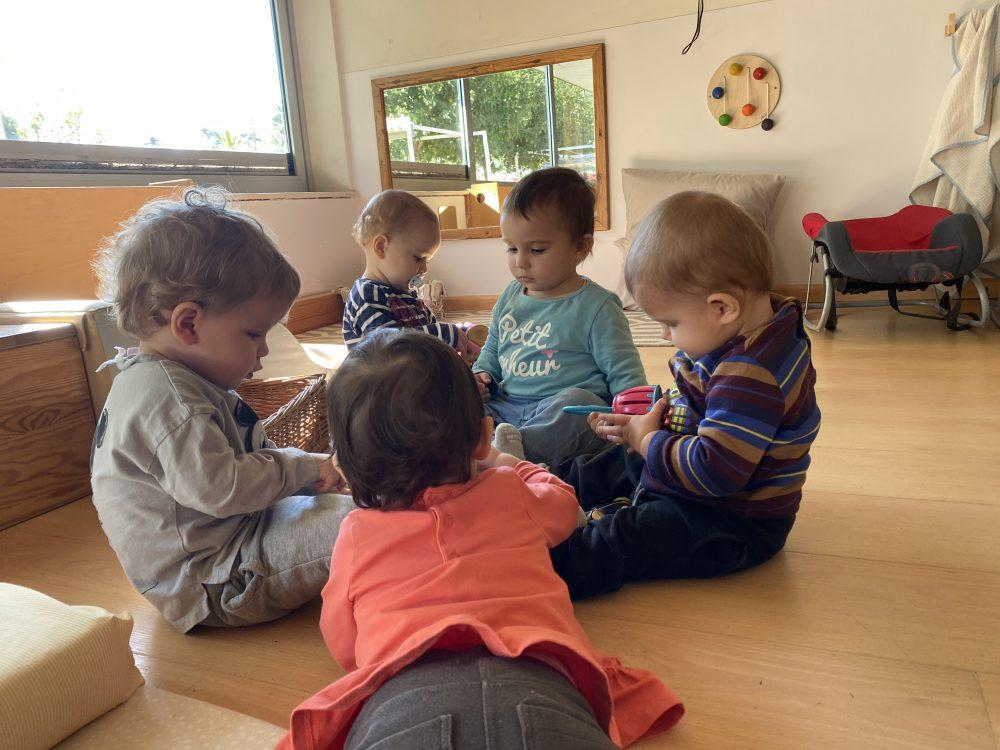 5 infants experimentan mab els instruments