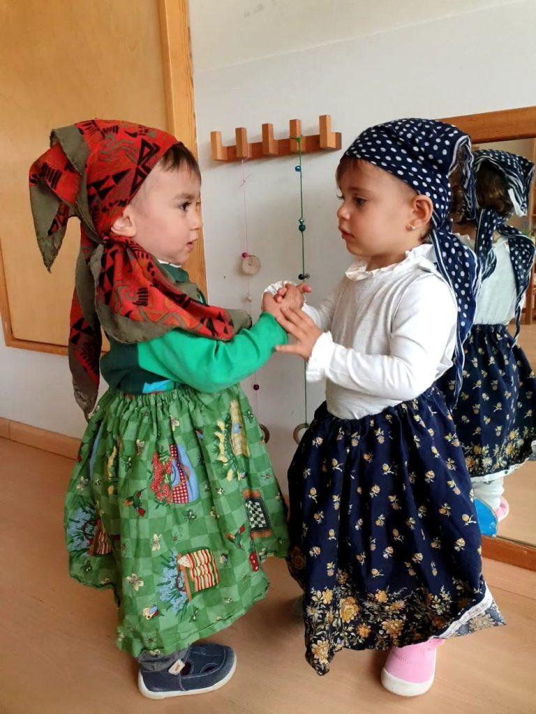 infants ballant la dansa de la castanyera