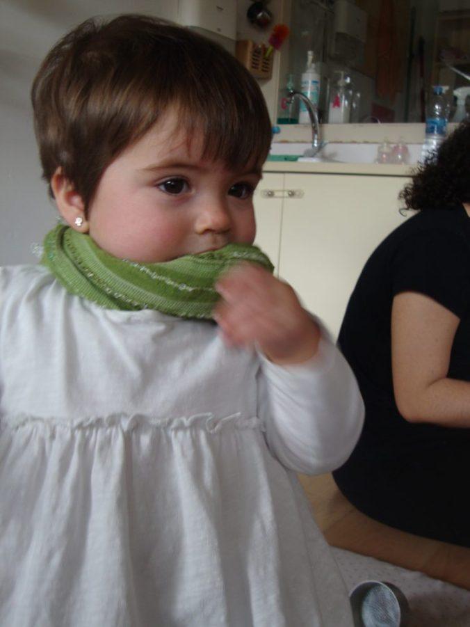 Daniela amb un mocador al coll